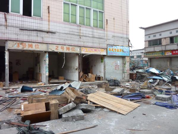 废墟中的市场